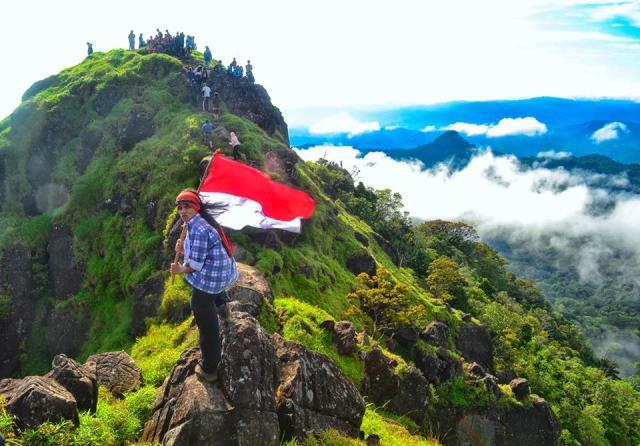 Gunung Bawakareang